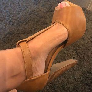 Shoes - Nude platform pump